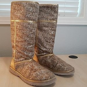 Coach fur lined  tall winter boots size 10 with Cs